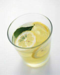 Bebida de jugo de limón