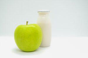 Cenar manzana y yogurt adelgaza3